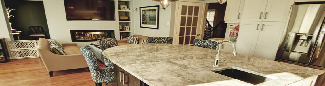 custom-island-and-granite-countertop-overlooking-living-room-1024x724